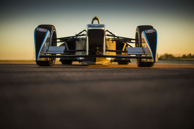 The SRT_01E completing its test debut at La Ferté Gaucher circuit driven by Lucas di Grassi using 25% of the available battery power Image source: http://www.fiaformulae.com