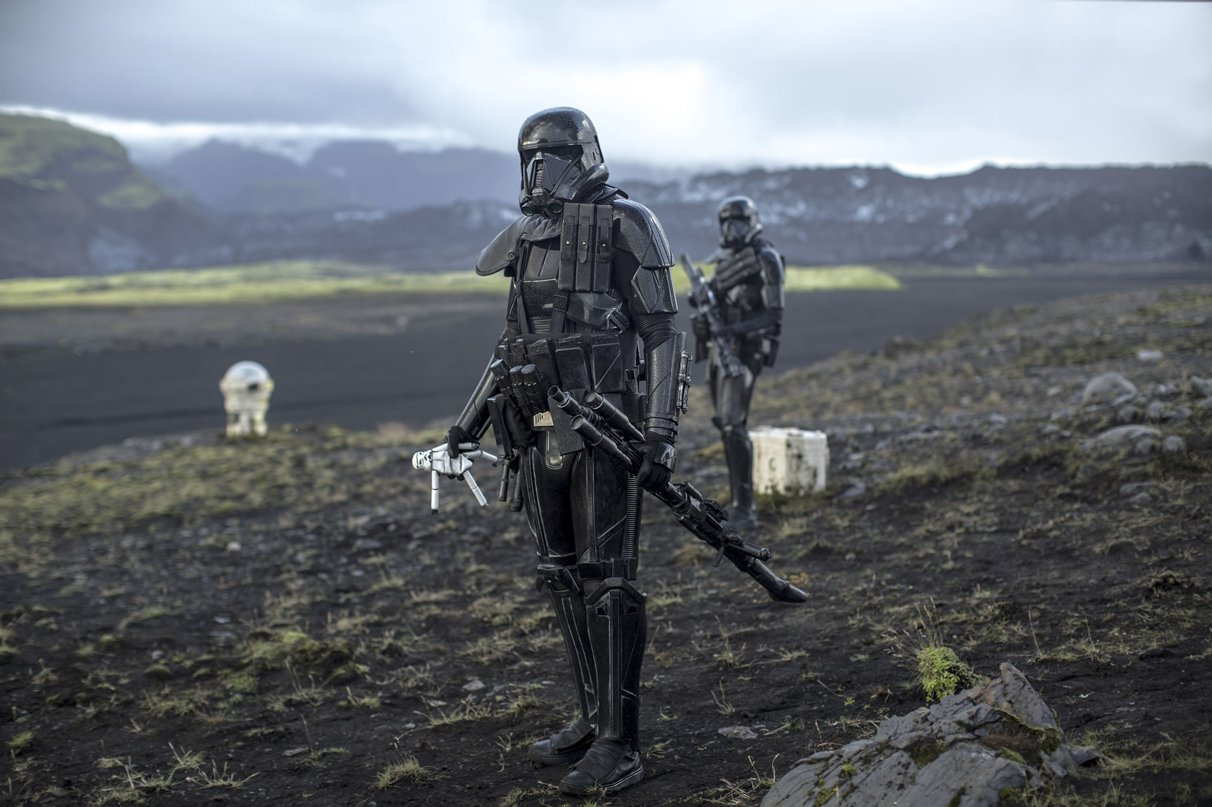 Rogue One: A Star Wars Story..Death Troopers..Ph: Jonathan Olley..©Lucasfilm LFL 2016. Copyright: 2015 Lucasfilm Ltd. & ™, All Rights Reserved.